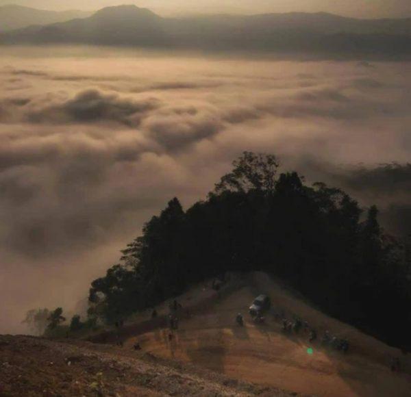 85 Gambar Awan Diatas Gunung Paling Keren
