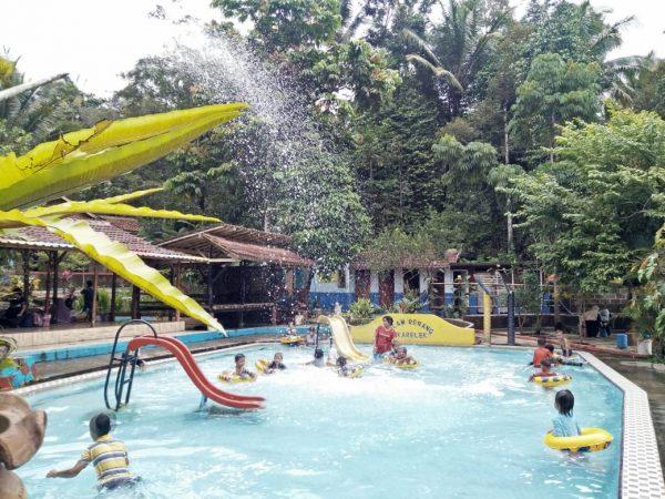 Cikarelek Wisata Renang Untuk Keluarga Bantennews Co Id